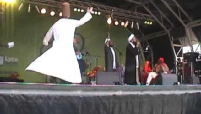 Eid Celebrations in London - Raising the Name of Mawlana High infront of 60,000 People - Naqshbandi Ensemble