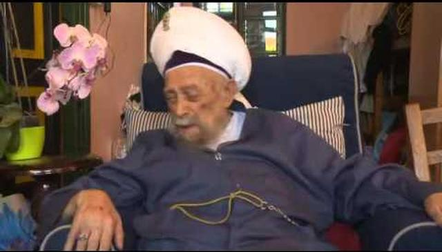 I Sit As the Servant Sits and I Eat As the Servant Eats