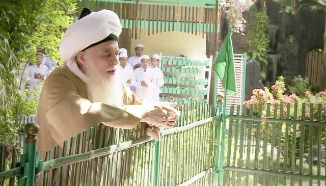 Shaykh Hisham Kabbani Visits Islamic School and Orphanage in Pekalongan