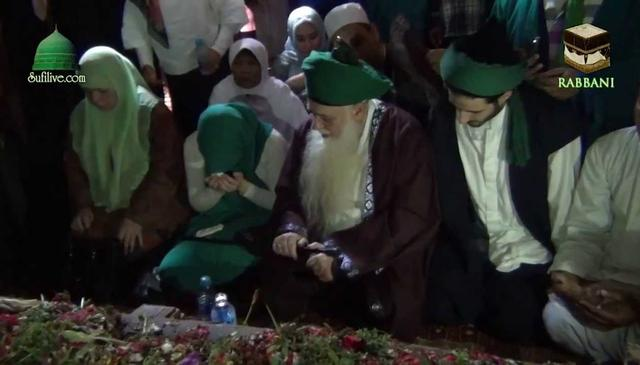 Ziyarah of Wali Songo by Mawlana Shaykh Hisham was Accepted