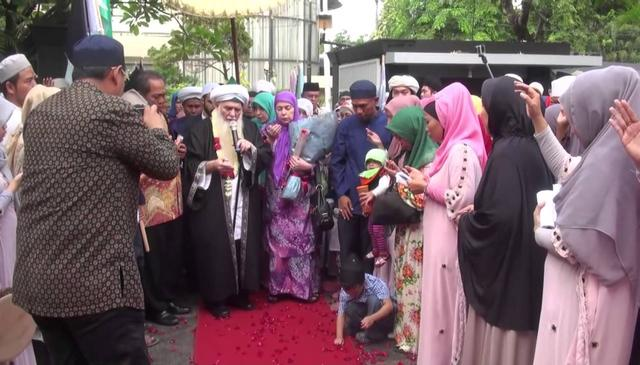 Shaykh Hisham Kabbani Arriving in Indonesia to A Royal Welcoming