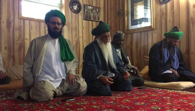 Qasidah at the Maqam of Shaykh Abdullah Ad-Dhagistani (q) in Michigan